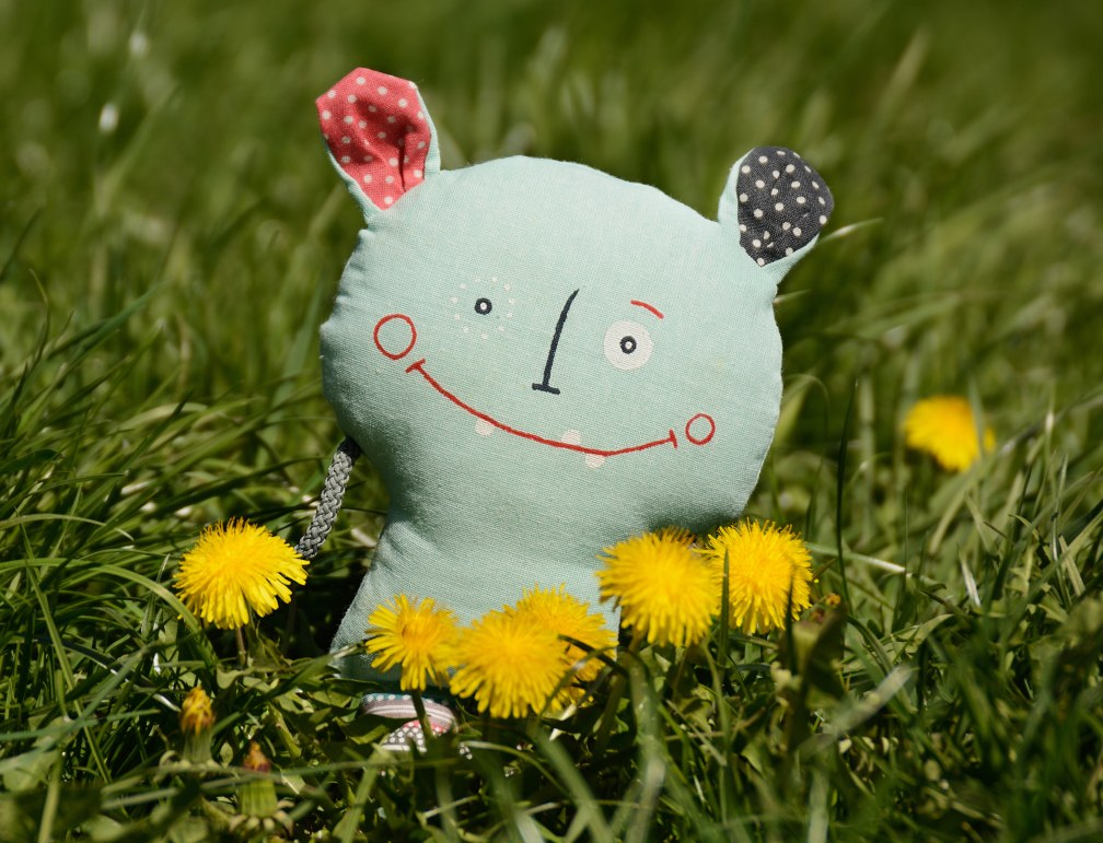Skřítek v trávě